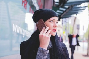woman-wearing-beanie-with-cell-phone